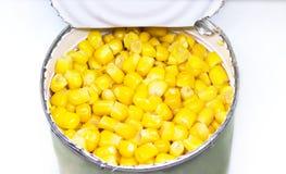 Milho doce enlatado em uma lata de lata fotos de stock royalty free