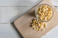 Milho em um fundo de madeira Fotos de Stock