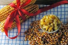 Milho enlatado e milho molhado Imagem de Stock Royalty Free