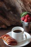 Milhojas y café Imagen de archivo libre de regalías