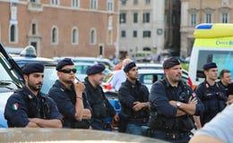 Milicyjna grupa nadzoruje trwającego wydarzenie Obrazy Stock