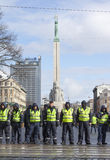 Milicyjna linia w frontowym wolność zabytku w Ryskim, Latvia Zdjęcie Royalty Free