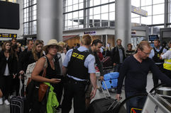 MILICYJNA ochrona NA KASTRUP lotnisku zdjęcie stock