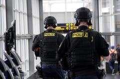 MILICYJNA ochrona NA KASTRUP lotnisku obrazy stock