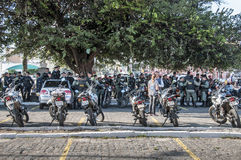 Milicyjny oddział monitoruje popularnego protest Obrazy Royalty Free