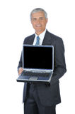 milieu âgé d'ordinateur portatif de fixation d'homme d'affaires ouvert Image libre de droits