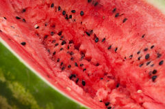 Milieu rouge de pastèque fraîche avec des graines Photos libres de droits