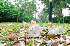 Milieu vijandige niet biologisch afbreekbare pvc-draagstoel in publiek royalty-vrije stock fotografie
