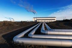 Milieuthermische energiepost op de ondergrondse hete vulkanische lentes, de Geothermische die elektrische centrale van IJsland in stock foto