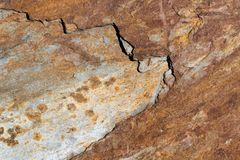 Milieux texturisés lapidés naturels rouillés, bruns, gris, rayés Image stock