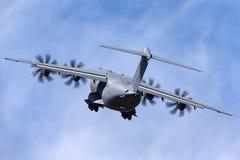 Militär-Airbus Verteidigung und Raum A400M Atlas Airbusses vier betriebenes großes Militär transportieren Flugzeuge F-WWMZ lizenzfreie stockfotografie