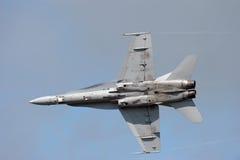 Militär der Hornisse F-18 spritzt Stockfotos
