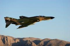 Militär F-16 spritzt Stockfotografie