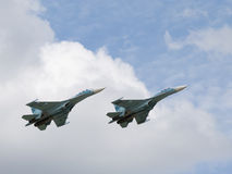 Militär-Fliegen Su-30 im Himmel Lizenzfreies Stockfoto