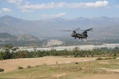 Militär flodservice som smäller till dalen, Pakistan Arkivfoto