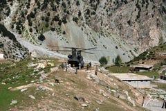 Militär flodservice som smäller till dalen, Pakistan Fotografering för Bildbyråer
