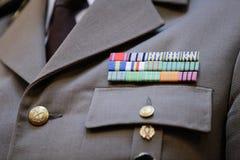 Militär gradbeteckning på en militär likformig royaltyfri fotografi