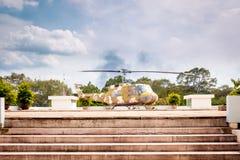 Militär helikopter i återföreningslott. Arkivfoto