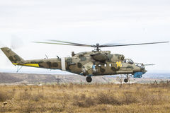 Militär helikopter i lufta Royaltyfri Foto