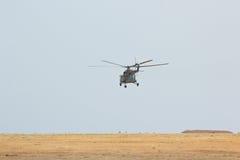Militär helikopter MI-8 för ryskt flyg Arkivbild