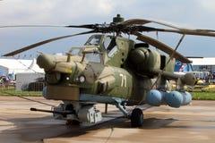 Militär helikopter skyddande färga Mi-28N på Internatioen Arkivfoto