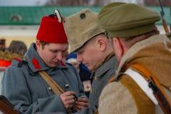 Militär-historische Rekonstruktion von Kämpfen von Zeiten der ersten Welt auf dem Borodino fangen am 13. März 2016 auf stockbild