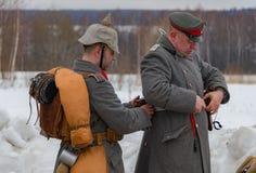 Militär-historische Rekonstruktion von Kämpfen von Zeiten des ersten Weltkriegs, Borodino, am 13. März 2016 lizenzfreies stockbild