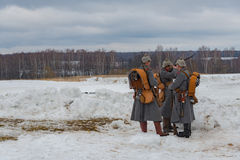 Militär-historische Rekonstruktion von Kämpfen von Zeiten des ersten Weltkriegs, Borodino, am 13. März 2016 lizenzfreie stockbilder