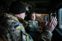 Militär hjälp för USA till Ukraina Arkivbild
