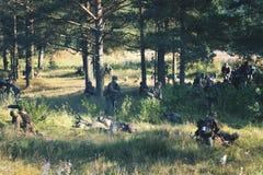 militär i träna arkivbilder
