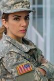 Militär kvinnlig med neutralt uttryck royaltyfri fotografi