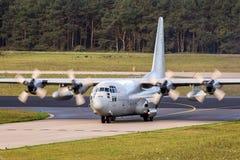 Militär Lockheed C-130 Hercules transportnivå Fotografering för Bildbyråer