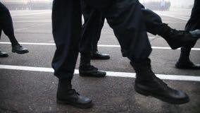 Militär marsch i ståta stock video