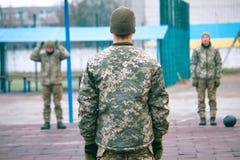 Militär mottagande kursutbildning i kängaläger arkivfoton