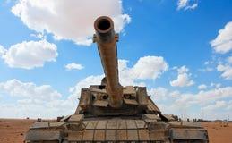 militär near gammal behållare för base israelisk magach Arkivbilder
