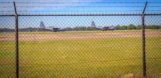 Militär taxi för flygplan C-130 Arkivfoton