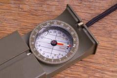 militär trästiltabell för kompass Arkivbild
