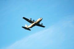 militär transport för 130 flygplan c Arkivbild