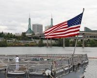 Militär versendet angekoppelt am Kanal - Portland, Oregon lizenzfreie stockfotografie