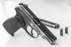 Militär-waepon Kampfpistole in Schwarzweiss Stockfoto