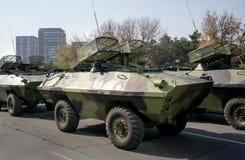 Militära behållare invaderar staden Arkivfoto