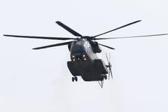 Militära helikopterSikorsky CH-53 GUMMIN Royaltyfria Bilder
