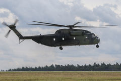 Militära helikopterSikorsky CH-53 GUMMIN Royaltyfria Foton