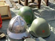 Militära hjälmar Arkivbilder