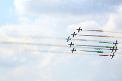 Militära italienska flygplan på airshow Arkivbild