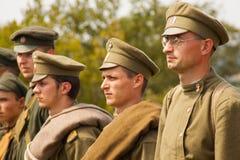 Militära reenactors i likformig av ett världskrig II Arkivbilder