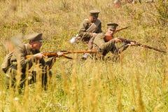 Militära reenactors i likformig av ett världskrig II Arkivbild