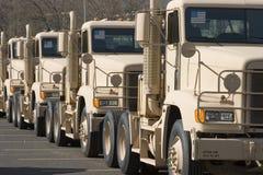 militära traktorer Arkivbilder