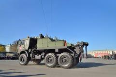 Militärabschleppwagen auf dem Palastquadrat während einer Wiederholung von Th lizenzfreies stockbild