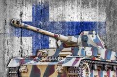 Militärbehälter mit konkreter Finnland-Flagge Lizenzfreie Stockbilder
